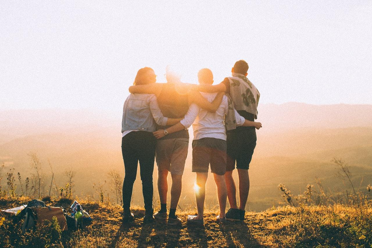Freunde helfen dir dein Leben in vollen Zügen zu leben