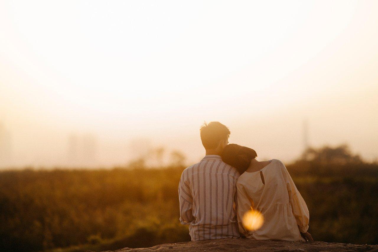 Verliebtes Paar genießt das Leben